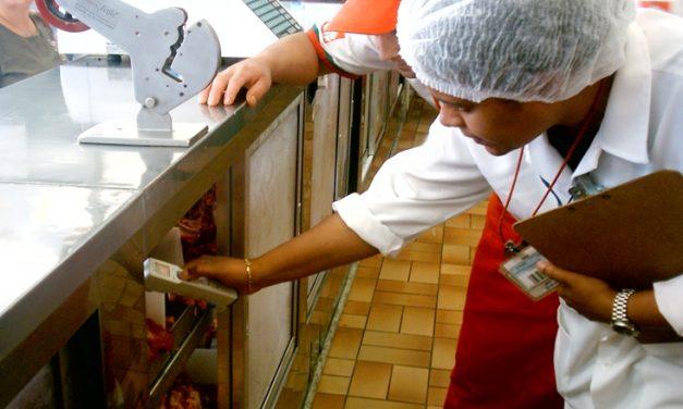 Quais são as funções do Responsável Técnico em Serviços de Alimentação?
