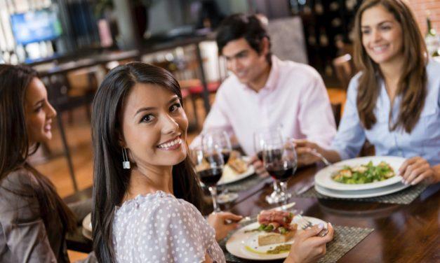 Comer fora do lar: Praticidade e Riscos